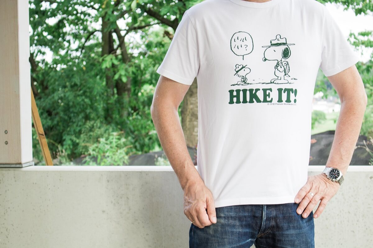 Hike it T-Shirt von TSPTR: Vintage Peanuts 1970s artwork featuring Beagle scouts Snoopy and Woodstock