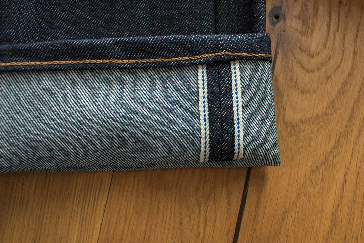 Alle Materialien, wie Knöpfe, Nieten, Garne, Leder- und Papieretiketten werden aus Deutschland bezogen.